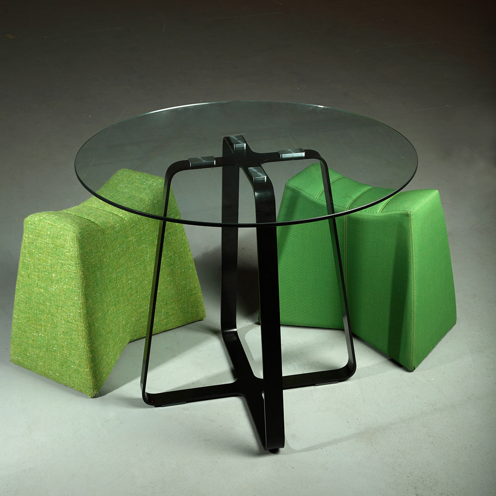 ... Naught Frog Table 900 Black Frame With Glass And Pinch Stools ...